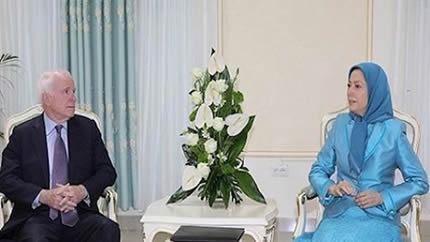 لقاء السيناتور ماکين بالسيدة مريم رجوي في ألبانيا