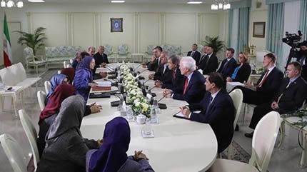 المؤتمر السنوي العام للمقاومة الإيرانية في باريس بشعار «الی الأمام مع المقاومة الإيرانية، تغيير النظام في متناول اليد»